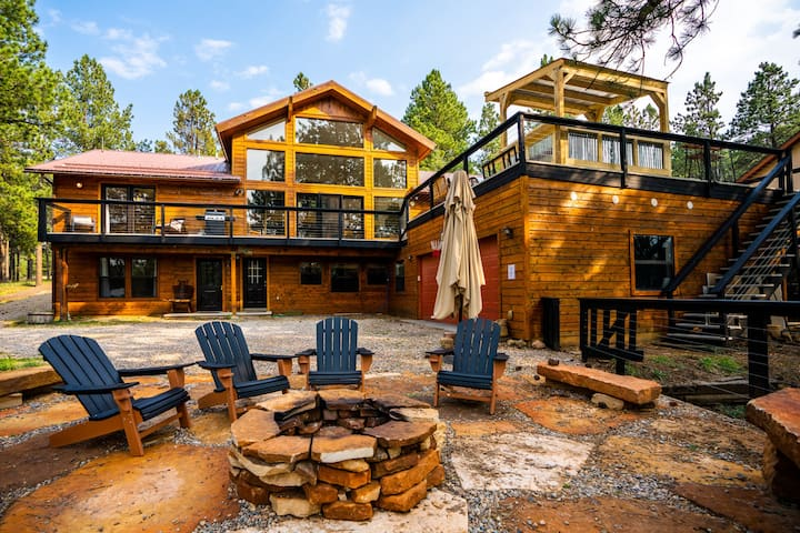 Huge Ski House on Golf Course - Hot Tub Sleeps 16!