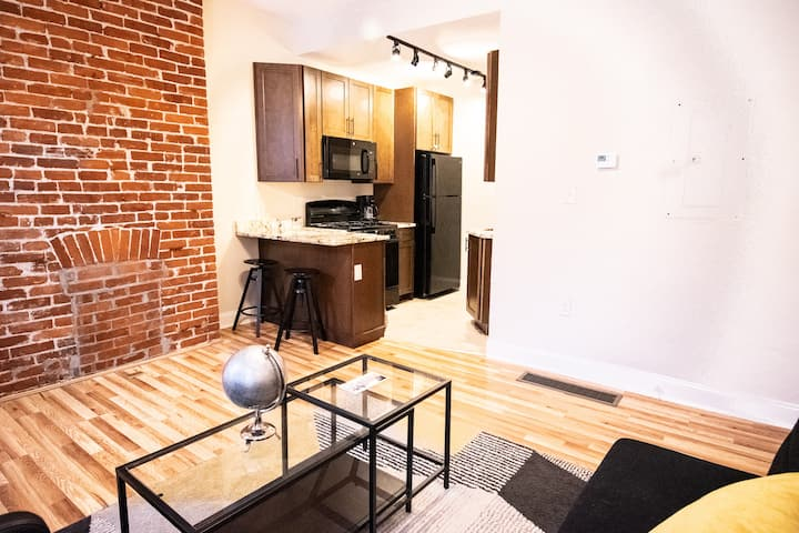New Steel City Flat in the Heart of Pittsburgh