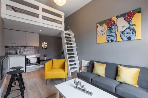 Northside 1st Flr 1Bd apt, Loft Bed, Wifi, Kitchen
