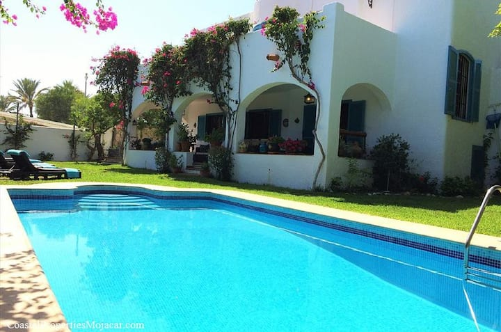 Villa Noray, stunning 6 bedrooms & private pool
