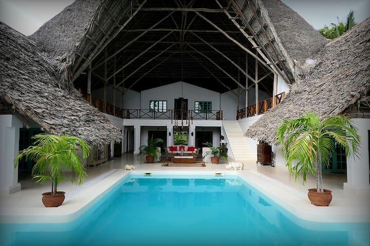 Private Villa full staff & Chef 1 minute to beach