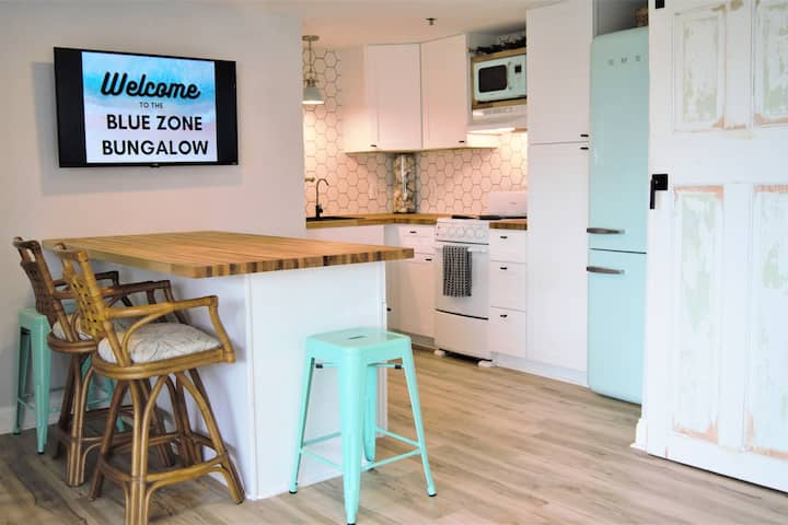 Blue Zone Bungalow. 150 yards to the beach & cafes