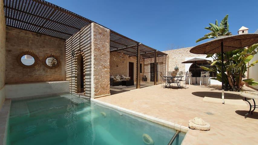 Belle maison 6 pers 2 enfants piscine