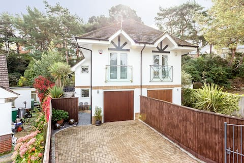 Luxury 4 bedroom family home in Heart of Sandbanks