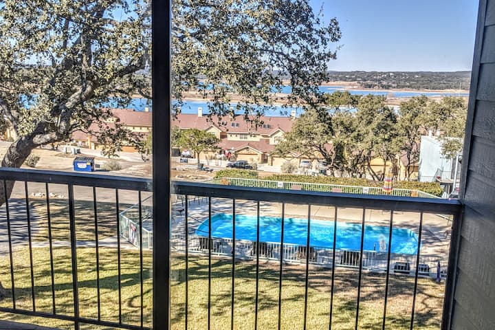 Little Tex's | Lake View | Sleeps 6 | Pool""