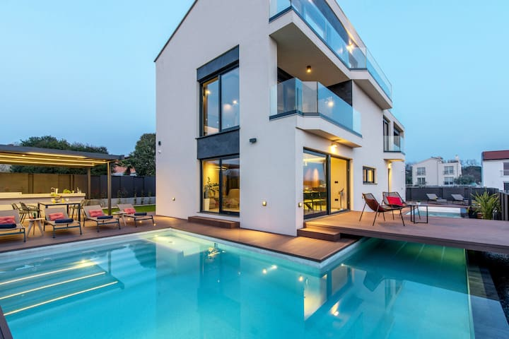 Villa Mare Exclusive with  sea view, heated pool