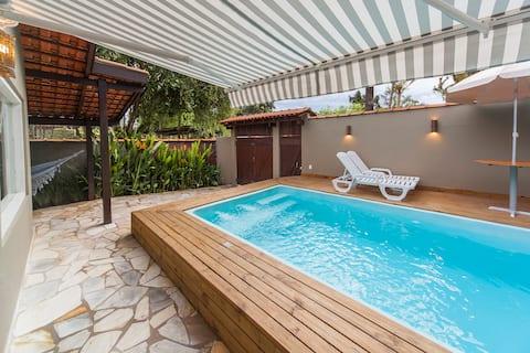 Casa charmosa c/ piscina aquecida a 350m da praia.