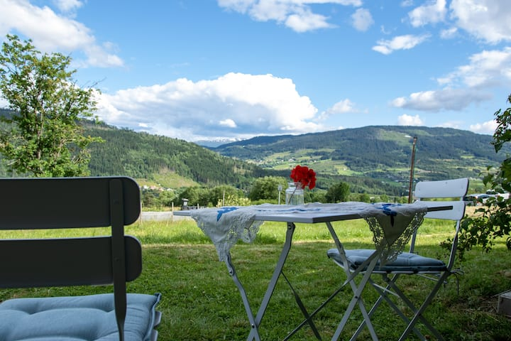 Voss farm apt, near ski resort, with view & garden