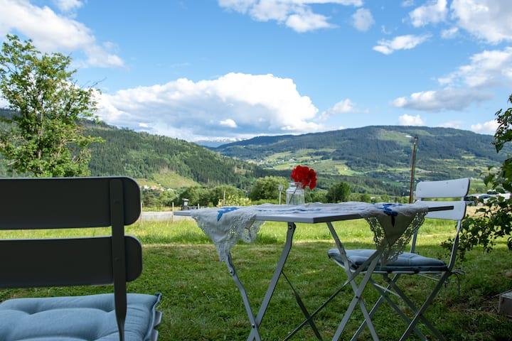 Voss farm apt, near ski resort, with view & garden