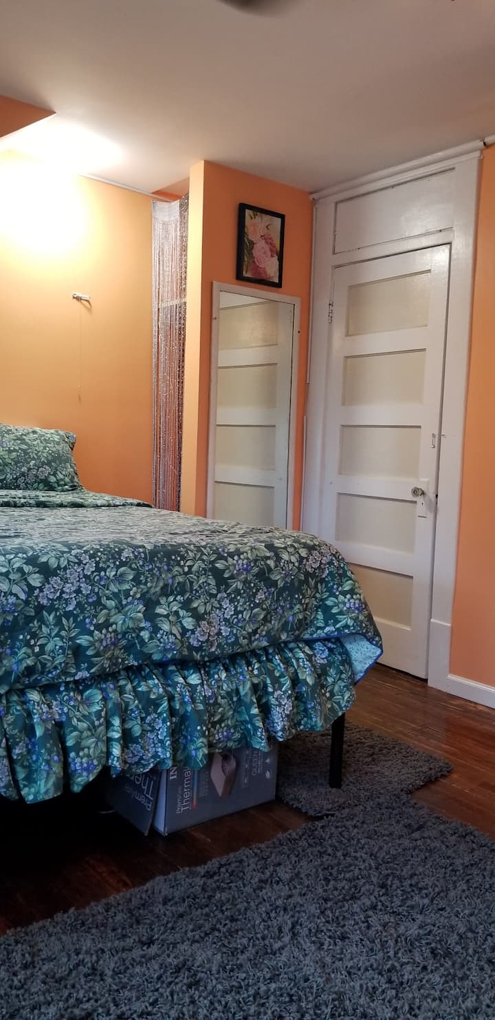 Cozy Room with  Bathroom, Minutes from BWI/Amtrak