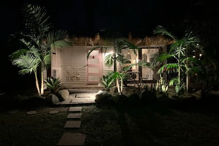 The pathway and steps to the hut are well lit. At night the garden lights and step lights come on automatically around 4pm and turn off automatically around 9.30. Lights can also be switched on/off as needed.