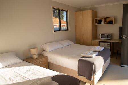 Lake Tyrrell Accommodation - Triple Room 2