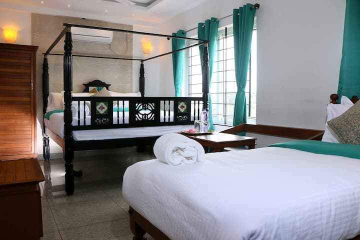Heritage Triple Room With Swimming Pool@Auro Beach