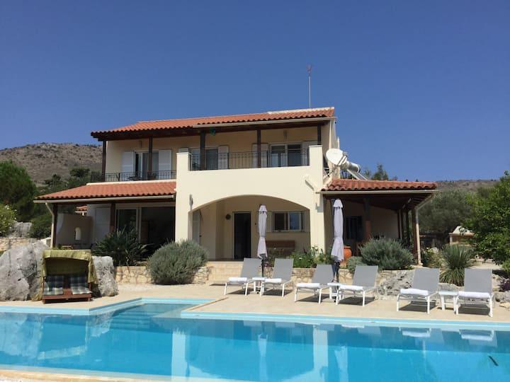 Kalamitsi Amigdali Home with a stunning View