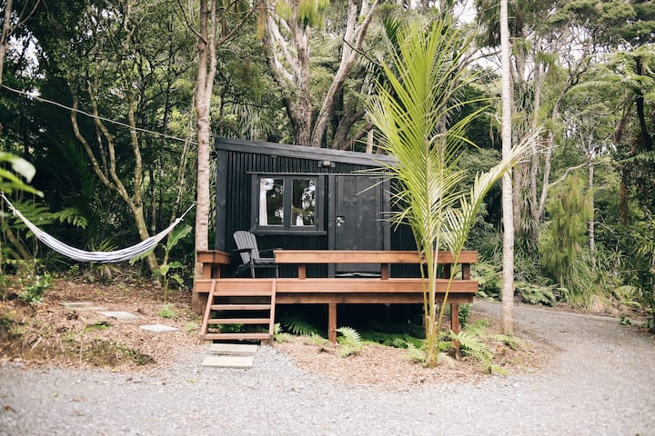 The Snug - Piha Tiny House