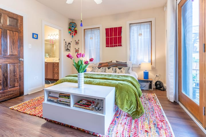 Charming Home Steps From Wicker Park & Green Space