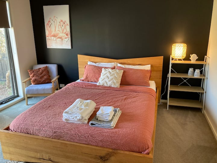 Private Entry Master Suite 15 minutes to Beaches
