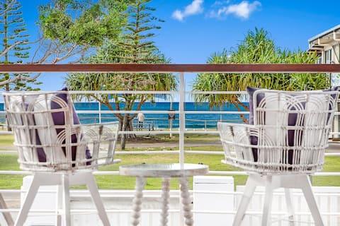Tugun Beachfront house and pool!