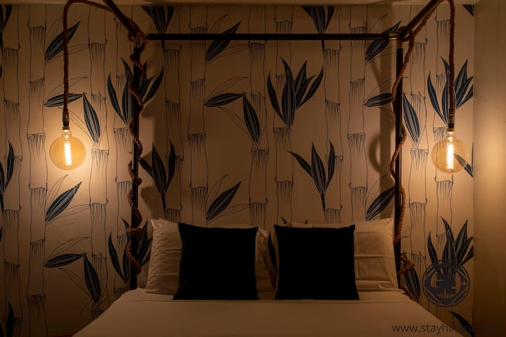 Stay at Austin's Cutest Studio w/Dreamy Canopy Bed