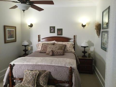 Beautiful bright 15oo sq ft suite 2 queen beds