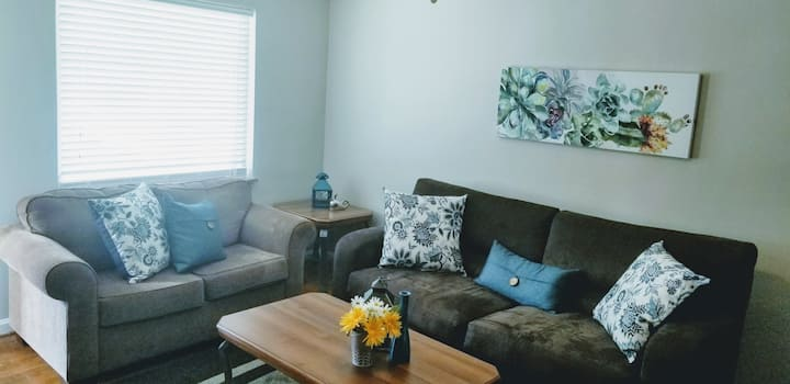 PremierStay- 4 bedroom house w. garage Kenwood