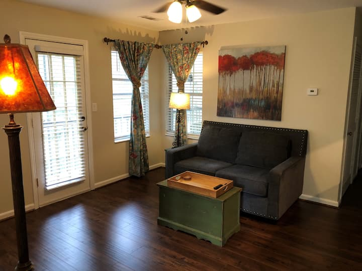 Cute bungelow w/ best porch for sunsets in Bham!