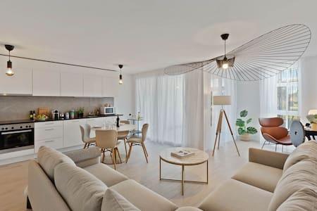 #1 Spacious & Quiet 2Bedroom -Terrace- Next to EHL