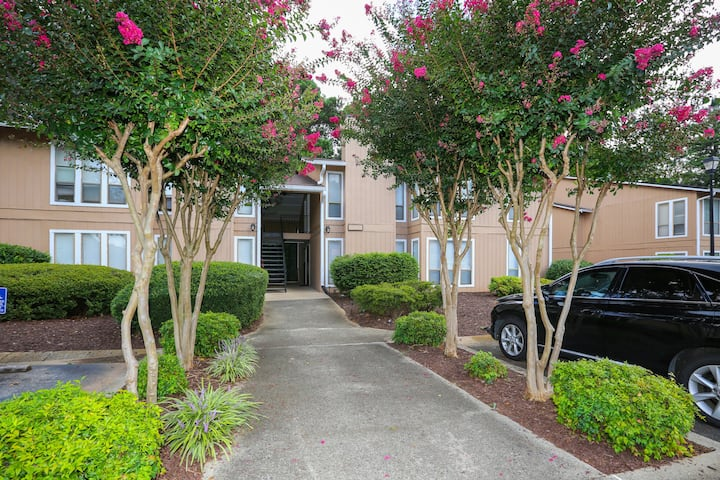 Remodeled Condo 1 bed / 1 bath Fantastic Location