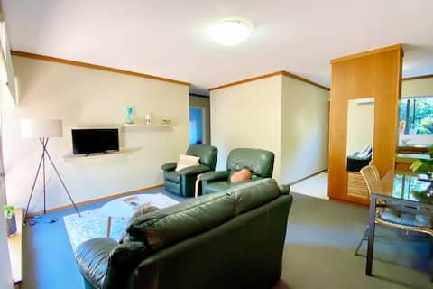 Swan River 2 bedroom UWA/Free WIFI.  4 guests
