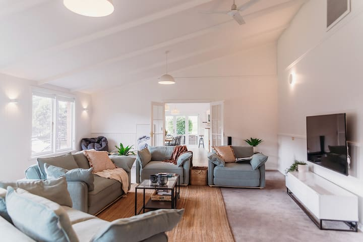 Enormous lounge room with 2 queen sofa beds and 2 king single sofa beds. Enjoy a movie on Netflix or stream your favourite show on our Google Chromecast. There's heaps of space for boardgames too!