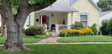 Sally's Cottage. Nett & gemütlich auf großem Eckplatz.