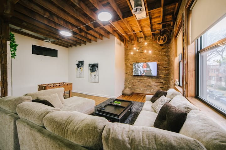 🔮⚜️The Great Timber Loft | West Town⚜️🔮