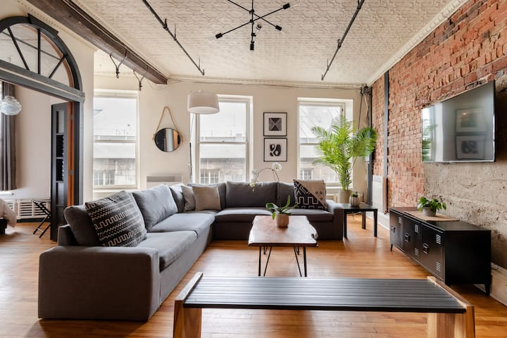 Amazing Loft in Old Montreal With European Style