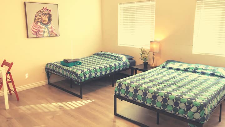 #A2+, Beautiful Private Bed with Bath - Disneyland