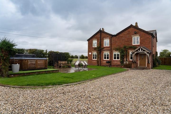 Jubilee House - Large Welsh Cottage