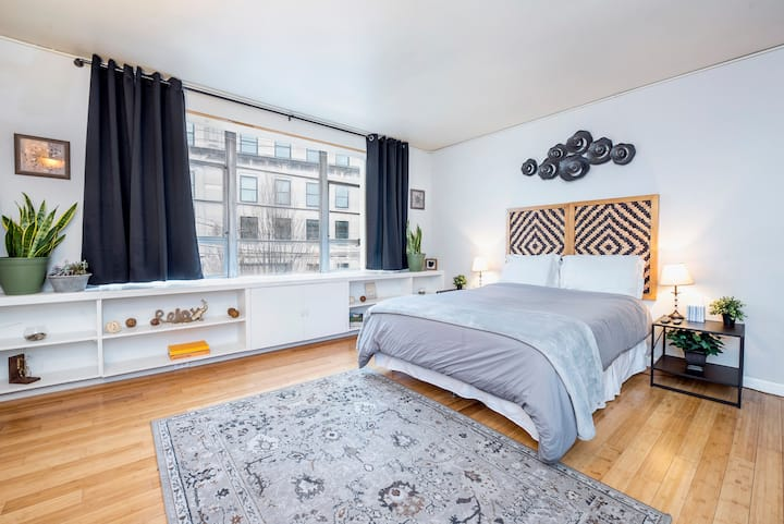 Bright + Spacious Entire Studio ♥ By Goodale Park