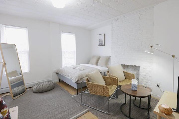 Comfy Romantic studio in Williamsburg
