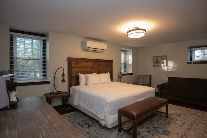ADA King Suite - Stone Lodge