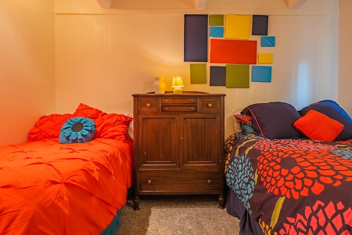 Guest bedroom with a queen and single bed