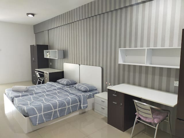 ANTZ  Premium Twin Room [Maxis Fiber][Breakfast]