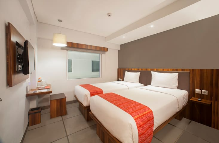Express Room, in the middle Legian