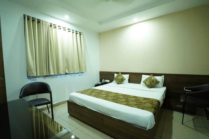 Single room with breakfast @Nagpur Flora Inn.