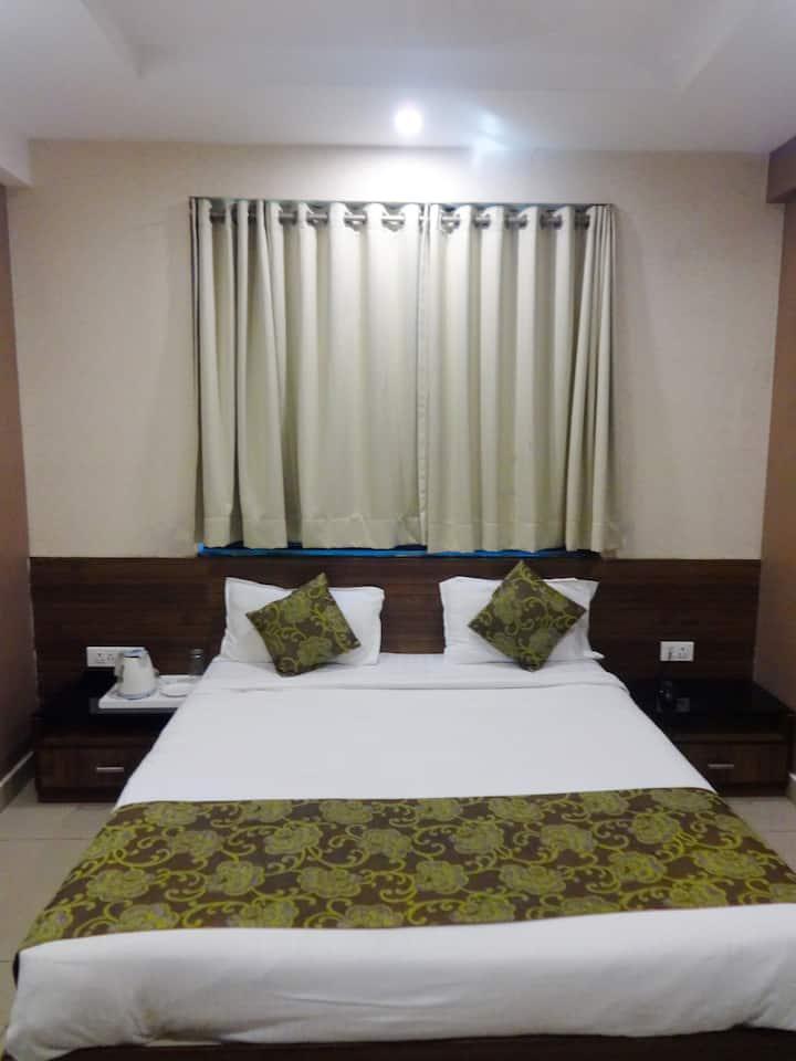 Deluxe room with breakfast@Nagpur Flora Inn