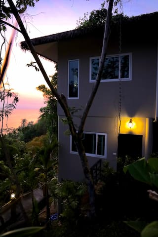 Sunset Ocean View Jungle House, Beach and Pool