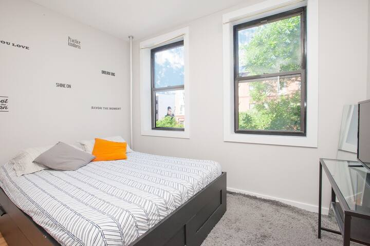Private Room w/ Smart TV, Washer & Dryer (Harlem)