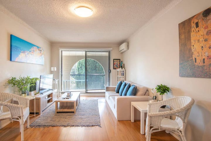 Central Arncliffe Abode with Spacious Terrace