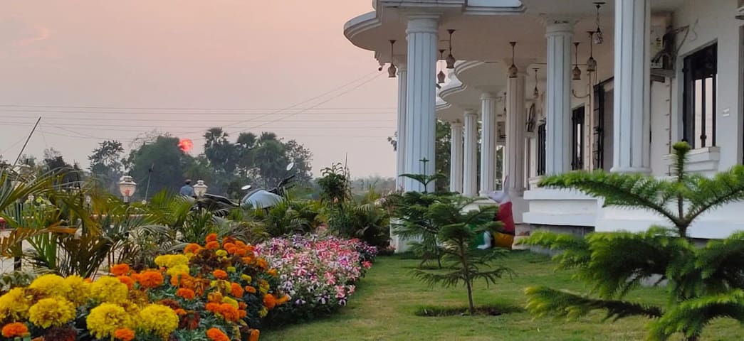 Bolpur Holiday Resort (Tourists & Couples Allowed)