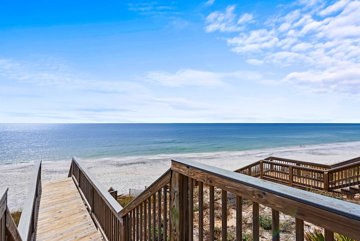 LUXURY GULF FRONT DREAM VACATION HOME!