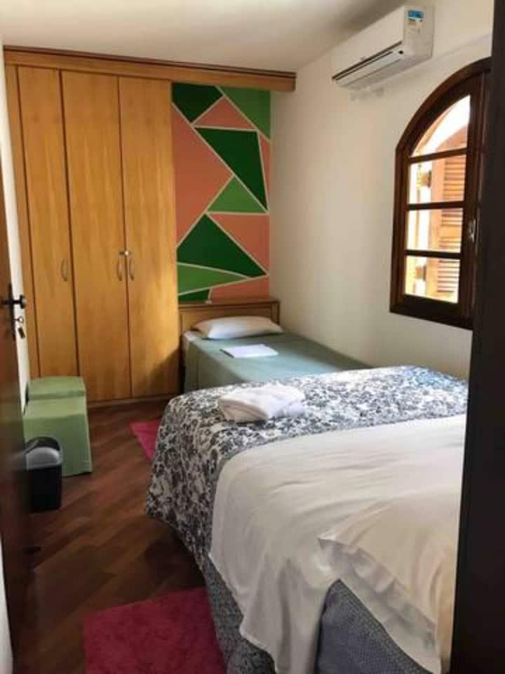 HostelB2B- Suite Tripla com banheiro privativo
