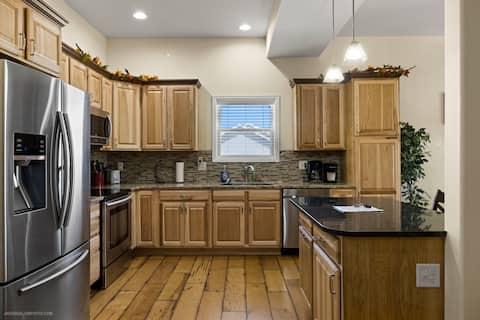 Beautiful Family Home w/Amazing Mtn Views  4 B/4BA